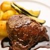 ブロッサム - 料理写真:ディナーの牛ヒレステーキ 赤ワインソース。コースも豊富にそろっています。お気軽にご相談下さい。