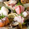 変化球 - 料理写真:市場直送の鮮魚を使用!刺身盛り合わせ