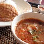チャーンタイ レストラン - タイといえばトムヤムクン。ランチはライス、タイ風オムレツ、サラダ、デザート付きで\850!!