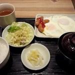 駅膳 - 目玉焼き定食 500円(2013.12月)