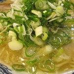 博多麺房 赤のれん - ラーメン(ねぎ多目)