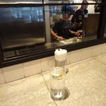 海南鶏飯食堂2 - カウンターから中の様子がうかがえます!