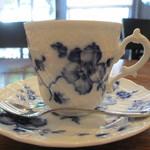 松原庵 カフェ - コーヒーカップ横からアップ