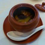 トゥーランドット - ナツメと4つの宝入り金華ハムの澄まし蒸しスープ