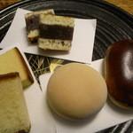 風月堂 - 私の好きなラインナップ(左からカステラ,八雲小倉,饅頭(焼き目なし),饅頭(焼き目あり)