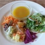 柊 - 前菜付サラダとミニスープ