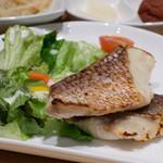 糀 - 2)自家製塩麹漬けランチ(850円)