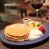 juen - 料理写真:パンケーキ 季節のフルーツと生クリーム (850円) '13 11月下旬