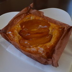 23442832 - 同店一番人気のアップルパイ。毎日12時頃に焼き上がるご様子。美味でした!