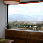 イルポッジョ - テーブル席から景色を眺めながら食べる素敵な空間