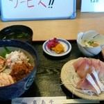 亀島亭 - セイコ蟹丼と鰤刺身