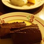 ダム・ジャンヌ - ガトーバスクとチョコレートのテリーヌ(2013/12)