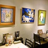 薬膳スープカレー・シャナイア - 猫をモチーフにした絵画を主に展示しています。
