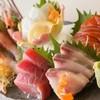 簾の家 - 料理写真:毎日仙台中央卸市場から届く、旬の新鮮な魚介類をお刺身で