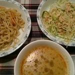 ナムプリック - サラダ、焼きそば、スープはおかわり自由。