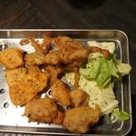 肉バルキッチン HANALE - からあげ盛り合わせ(せせり・もも・サーモン)790円