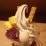 北海道牛乳カステラ - 北海道牛乳カステラパフェ(380円)見事なローカライズ!
