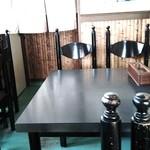 菊乃家 - テーブル席。