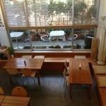 オーガニックカフェ チャント - ロフトから1階席を撮影