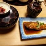 大黒 - かやくご飯(大)、かれい煮付、かす汁