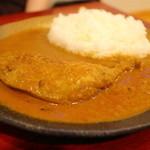 ダッチオーブン - 骨つきチキンのルーカリー(¥980) 2013.08