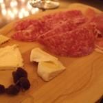 バール・アンド・エノテカ・インプリチト - Jan. 2014 生ハムとチーズの盛り合わせ