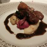レストラン ラ フィネス - スコットランド産ベキャスのローストとその腿肉のメンチカツ、黒トリュフのクーリ 大和野菜のアンチョビ風味