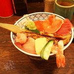 磯丸水産 - メニュー写真よりはるかにしょぼい「海鮮こぼれ丼」980円