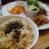 POINT - 料理写真:ランチのご飯は玄米です