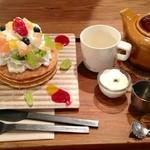 23710332 - フルーツパンケーキ 紅茶とセット 1300円
