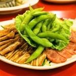 永利 - 2014.1 腸詰・豚耳・棒棒鶏・枝豆の盛り合わせ(1,280円)