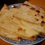 シンズ・キッチン - チーズナン