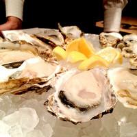 Vieni - 只今は、北海道 仙鳳趾産  殻付き生牡蠣です。