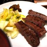 牛たん炭焼き 利久 - 海鮮丼に付属のタン焼き