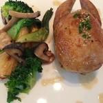 23873945 - 肉料理:ヴァンデ産ウズラのフォアグラ詰め シンプルなジュ