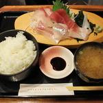 魚鮮水産株式会社 - 魚鮮本気盛り定食500円