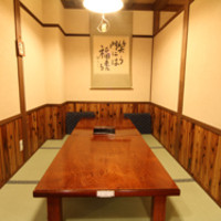 座敷、大広間、テーブル席、半個室(3面が壁)