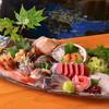 春夏秋冬 活魚料理 北海 - 料理写真:新鮮な魚介類を豪華に盛り付けました「お造りの盛り合わせ」