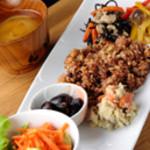 味工房すず - 『なごみごはん』 体に優しい厳選素材を使ったプレートに、酵素玄米ご飯、味噌汁付きのお得なセット。