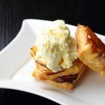 味工房すず - 『すずアップルパイ』 蜜がたっぷりのふじりんごを使用した人気スイーツ。11~3月までの季節限定。