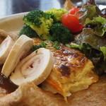 アルモリック - 鶏フィレ肉のレムラード、鎌倉野菜の根菜のグラタン添え