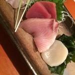 和風創作料理ぼんまり - お造り4種:鮪・ぶり・ホタテ・ヒラメ