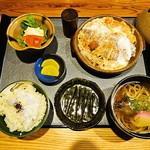 和風レストラン はっかく亭 - かつ鍋膳 1,050円