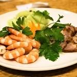 老辺餃子館 - 冷菜三種盛り合わせ