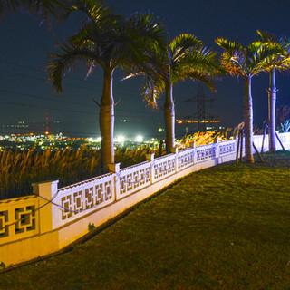 庭と夜景を同時に楽しむ
