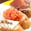 ステヴァーレ - 料理写真:<ブルスケッタ>盛り合わせ(トマトバジリコ・モッツァレラとアンチョビ・パルマ産生ハムと野菜)