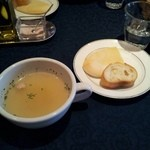 洋食屋 Eccoci - ランチのスープとパン