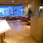 カフェ&レストラン マーブル - 明るくお洒落な空間