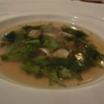 カステッロ - アンニョロッティを菜花のミネストラで                              アンニュロッティにはポルチーニが入っている                              濃厚なブイヨンとうままな一皿
