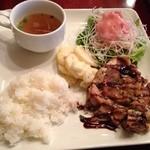 キッチン フタバ - お肉ランチプレート1050円。これにデザート、ドリンクがつきます。